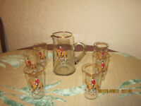 A glass jug and six glasses, in excellent condition, from smoke and pet free home, ?6