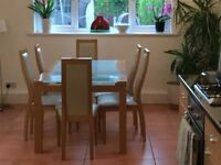 Dining room t able and 6 chairs in excellent condition