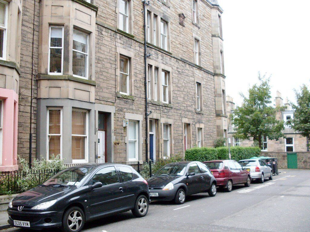 1 bedroom fully furnished top floor flat to rent on Viewforth Gardens, Bruntsfield , Edinburgh