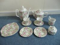 Queens Cottage Rose fine bone china: Beautiful, almost new and in perfect condition.