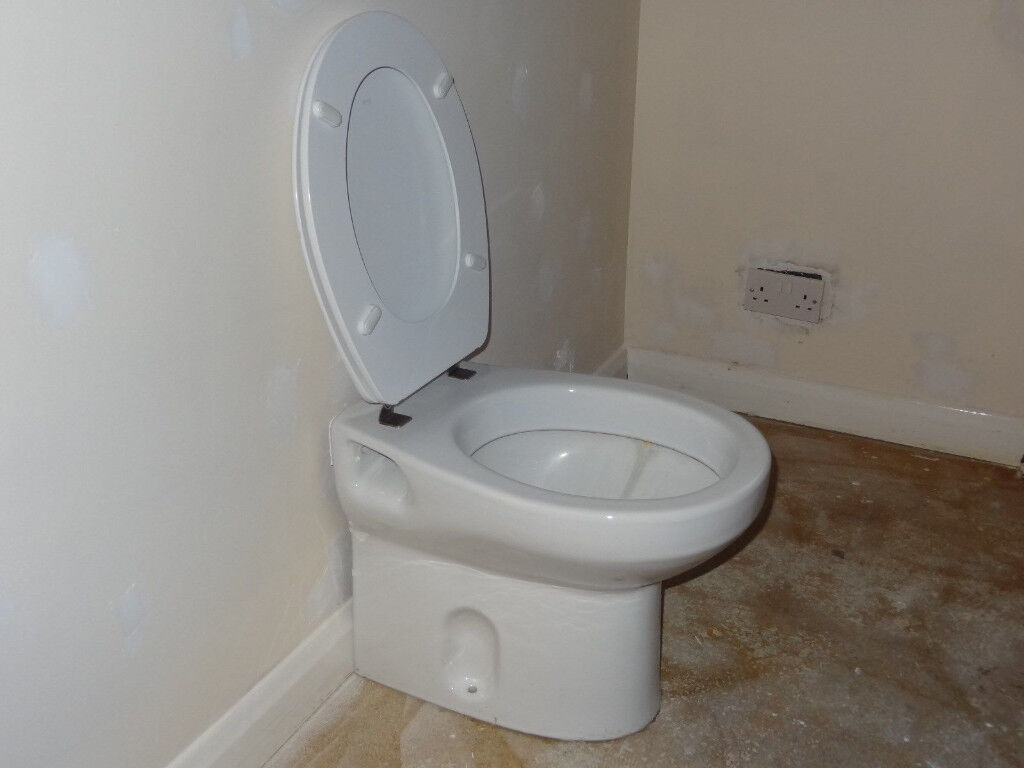 Roca Ceramic Short Projection BTW Toilet with Roca Seat Included