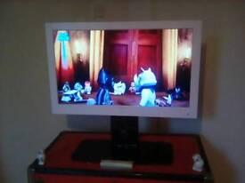 STUNNING WHITE BUSH LED HD READY TV