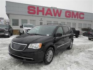 2013 Chrysler Town & Country Touring | Leather | Heated Seats |