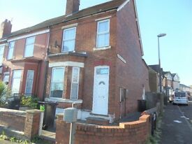 * Ground Floor One Bedroom Flat * Close To Town Centre * DSS 35+ Welcome * Available immediately