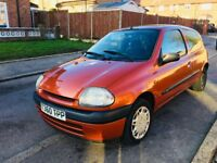 RENAULT CLIO 1.1 ENGINE CHEAP INSURANCE not ford Vauxhall vw or fiat cheap car for sale