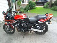 Yamaha Fazer FZS 600 Motorcycle