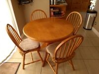 Round pine (oakish colour) kitchen/dining table and 4 chairs