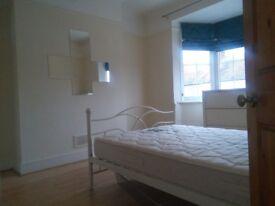 3 Rooms to rent in Tooting Garret lane sw17