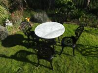 GARDEN FURNITURE SET - CAST IRON BRITANNIA TABLE WITH MARBLE TOP AND 4 CHAIRS -