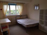 Large en-suite bedroom £650pcm including bills. Property shared w/1 person