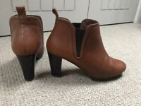 Brown tan leather ankle boots size 5