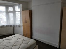 Extra Large Double room furnished and refurbished in Harrow £500 per month including bills