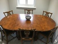 Solid oak round dining table & 6 Chippendale style chairs. Seats from 4 -8.