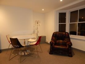 A perfectly clean and fully furnished room for rent in the center of Brighton