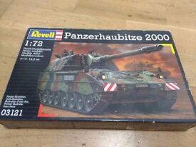 Revell Panzerhaubitze 2000 Tank 1:72 model (unused)