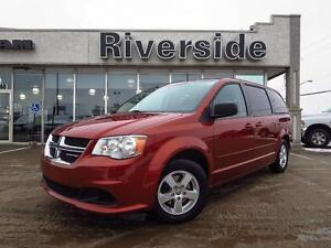2012 Dodge Grand Caravan SXT w/Back Up Camera!