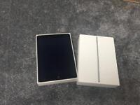 APPLE IPAD AIR 2 16GB WIFI & 4G UNLOCKED EXCELLENT CONDITION