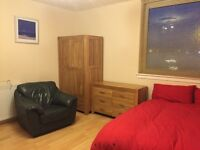 Large Double Room in 2 Bedroom Flat - AB24