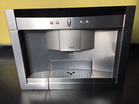 Integrated Neff bean to coffee maker and milk frother - For a 60cm x 45cm space.