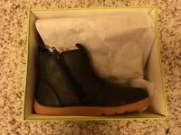 New Bobux Outback boots size 23