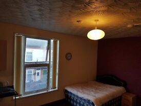 **£400** LARGE ROOM & OWN TOILET/SHOWER * AVAILABLE 20/02/17