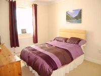 Large Double Room with walkin wardrobe In Shared House (£375 Per Month All In NO BILLS