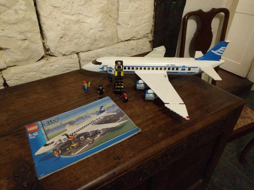 Lego 7893 Retired Aircraft With Extra Minifigures Complete With