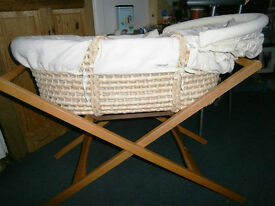 Mama's and Papa's Moses Basket with My First Chritmas Snuggle Wrap