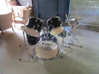 5 Pice Black Manhattan Drumkit, condition used but good