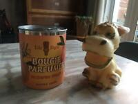 PAIR 2 QUIRKY RETRO CANDLES PASSION FRUIT SCENTED IN A CAN & VINTAGE DONKEY SHAPED