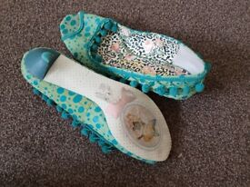 Irregular choice size 5