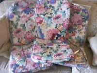 4 x CREAM FLORAL CUSHIONS FOR GARDEN CHAIRS, EXCELLENT CONDITION