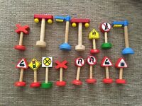 15 wooden toy Mixed street signs and lamps, traffic lights.train set/cars/garage/brio/road works