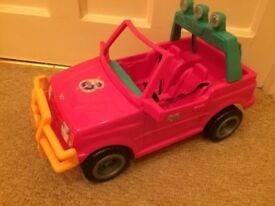 Original Sindy jeep and salon