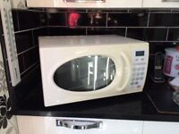Microwave (900w) - in full working order