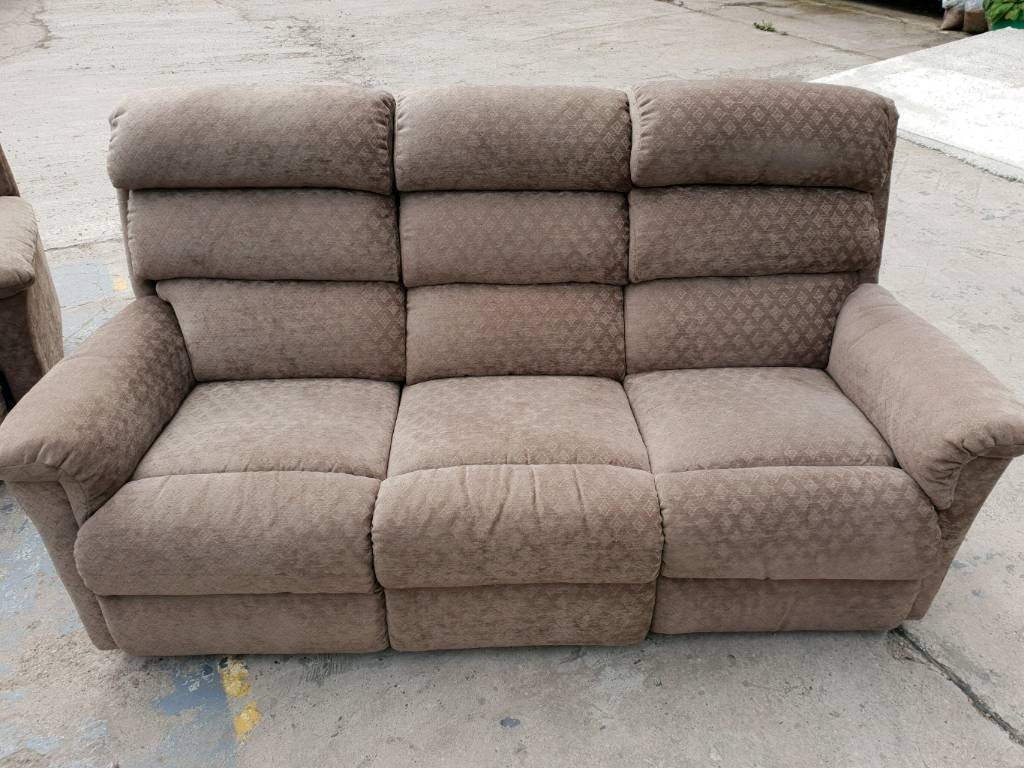 Beige lazy boy double recliner settee and recliner chair