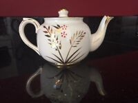 VINTAGE TEAPOT WITH GOLD LEAF DESIGN IN IMMACULATE CONDITION