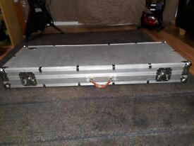 Warwick Bass flight case .(aluminium)