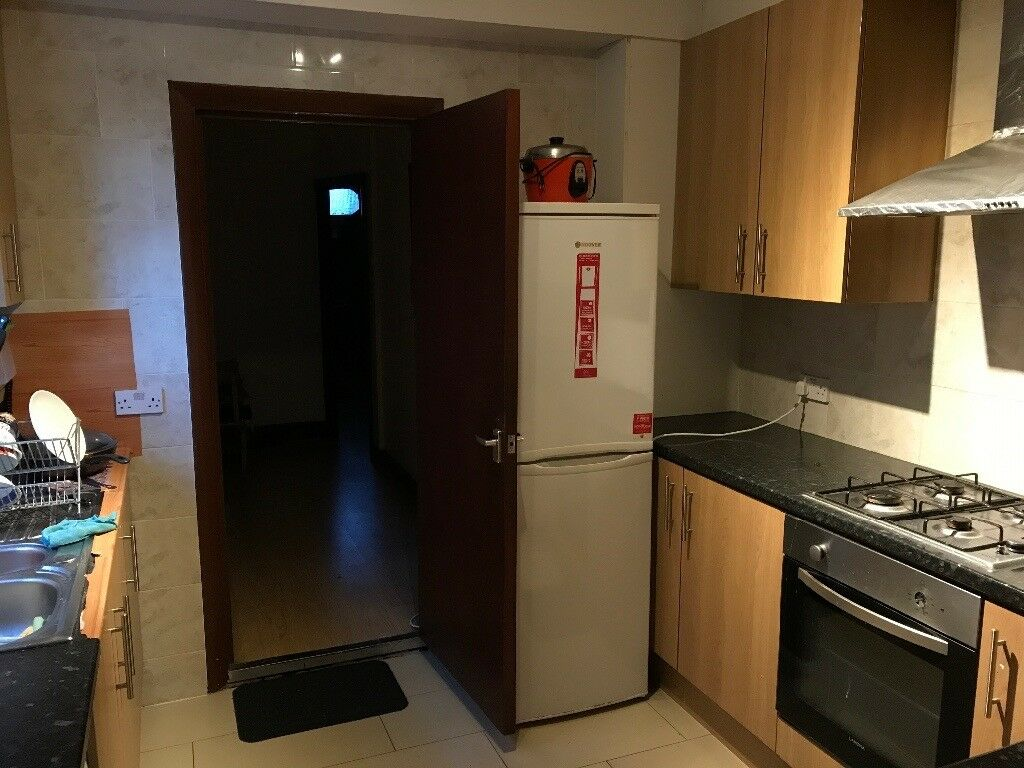Cheap double room in Bruce Grove station(all bills are included)close to seven sister and Tottenham.