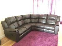 5 seater leather corner sofa. Ends manually recline.