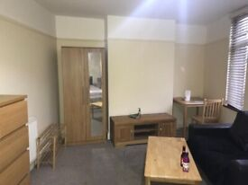 Lovely double room to rent. MAIN Greenford Broadway. £550 / month. All bills Included. Shops nearby