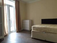 Two beautiful double rooms, 4 minutes from Seven Kings Station