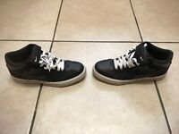 NIKE SHOES SIZE 10 EXCELLENT CONDITION