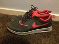 Size 7 Nike air max Thea