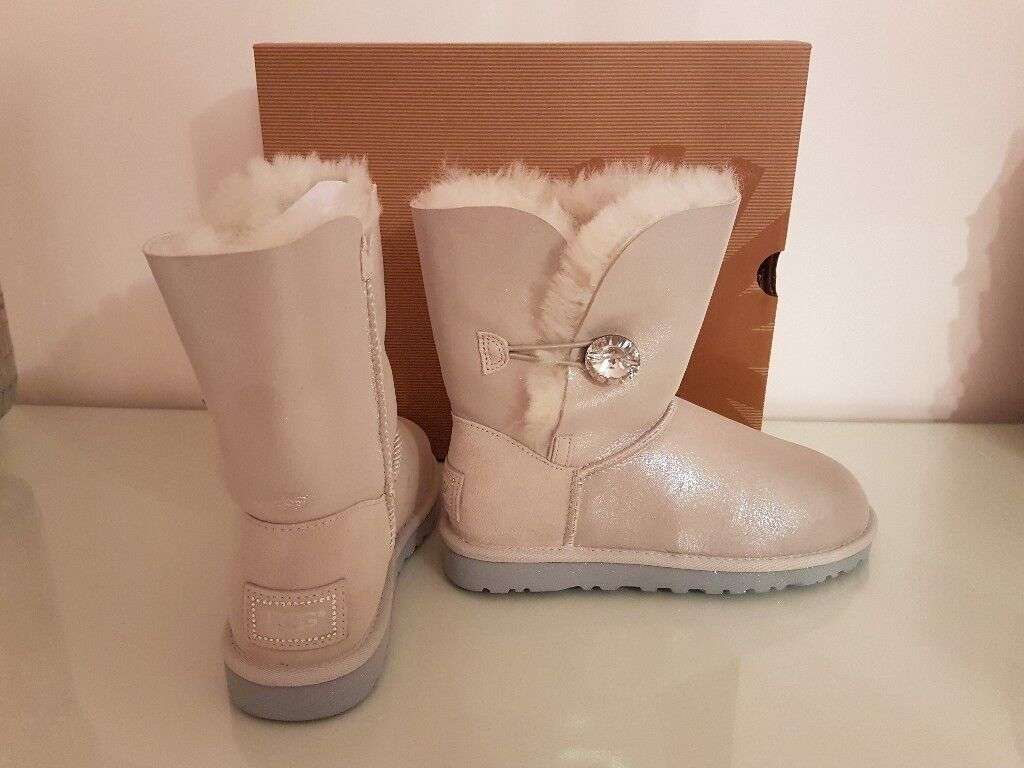 Amazing Bailey Ugg boots sparkly silver/white not avaiable to buy anymore UK 4.5
