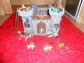 LARGE KNIGHTS CASTLE PLAYSET WITH FIGURES - £5