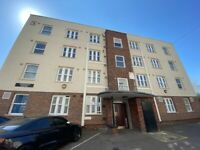 Recently Fully Renovated 3 Bedrooms Prime Location Flat near Shoreditch High Street Station