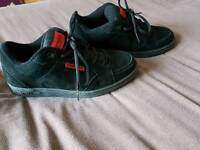 Mens Animal trainers size 7