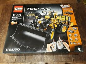 Lego Technic 42030 Volvo Loader Digger BRAND NEW SEALED IN BOX