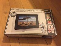 "MUST GO - 7"" digital photo frame"